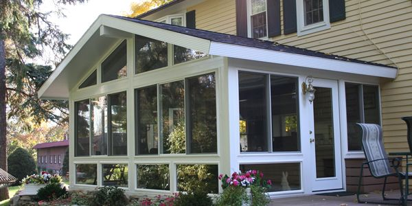 Four season sunrooms image four season sunrooms for 4 season porch plans