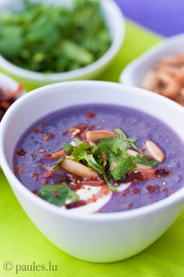 Ausprobiert und für lecker befunden: Rotkohl Cremesuppe. Die Farbe ist SPEKTAKULÄR