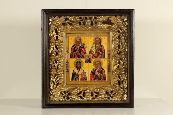 Tempera su tavola a fondo oro. Presentata in splendida cornice in legno intagliato e dorato, il tutto racchiuso in teca con vetro.
