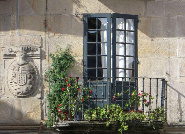 Crest on a mansion, Pontevedra