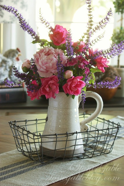 SUMMER FLOWERS IN THE KITCHEN