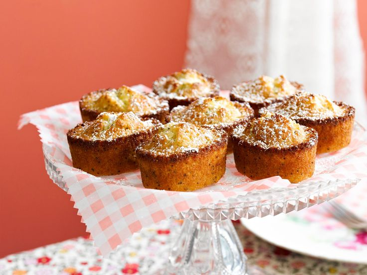 Delicious and buttery lemon and poppyseed friands! The perfect treat for your next morning tea or brunch!