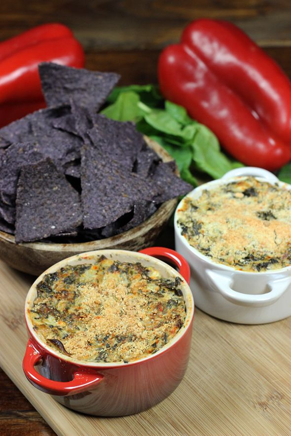 Healthy Spinach Artichoke Dip from spciedblog.com #healthy #spinachartichoke #greekyogurt #chobani