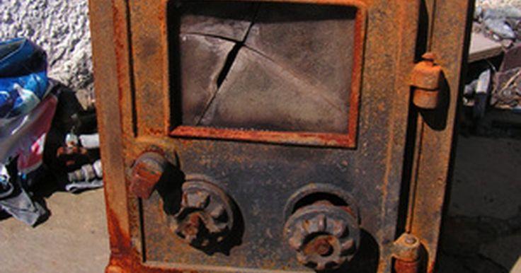 Guía para construir tu propio horno para vitrofusión. La vitrofusión consiste en calentar un objeto de vidrio a una temperatura lo suficientemente alta como para fundir y dar forma al vidrio en un molde. Un horno es apto para moldear vidrio si alcanza una temperatura entre 1.200 y 1.300 º F (650 a 700 ºC). El mantenimiento de la temperatura durante un mínimo de una hora proporcionará un tiempo ...