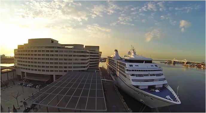 The building, which resembles a transatlantic liner, is often mistaken for the ships and cruisers which, anchored in the port of Barcelona, protect the Eurostars Grand Marina #eurostarshotels #barcelona #hotel