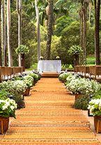 Esta decoração de casamento da Disegno Ambientes se destaca por uma maravilhosa chuva de luzinhas, que deu um efeito lindo à Casa Fasano! O resultado ficou