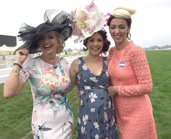 Pregnant Laura Tobin BUMPS into BBC rival Carol Kirkwood amid THREE Ascot outfit changes - http://buzznews.co.uk/pregnant-laura-tobin-bumps-into-bbc-rival-carol-kirkwood-amid-three-ascot-outfit-changes -