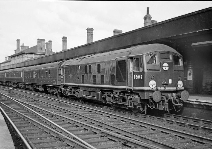 Sulzer 2 D5045 at Ipswich with a local service, 1962.