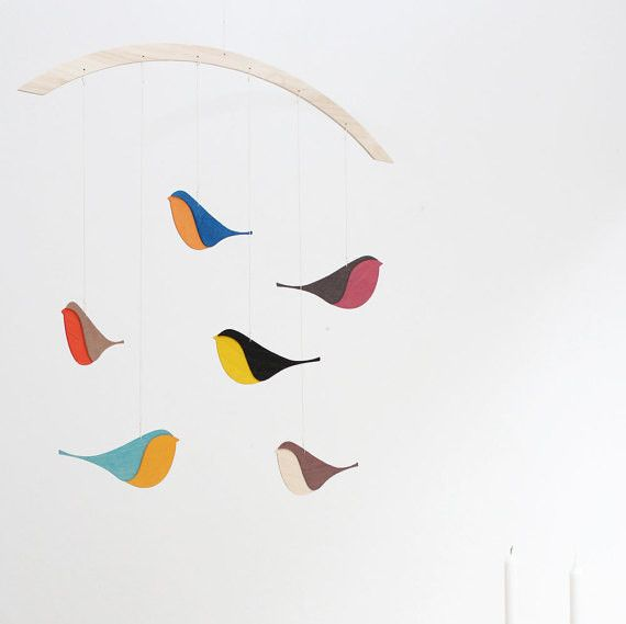 Robin, sparrow, chaffinch .... who knows the birds? This beautiful handmade wooden bird mobile will bring nature into your home.