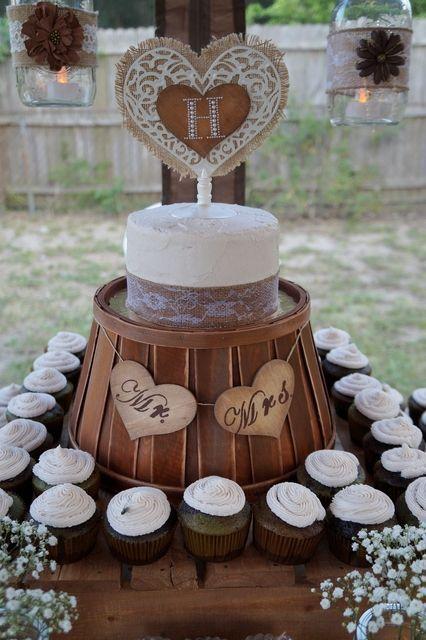 Love this rustic wedding cupcake display #wedding #rustic #weddingcupcakes #cupcakes #wood