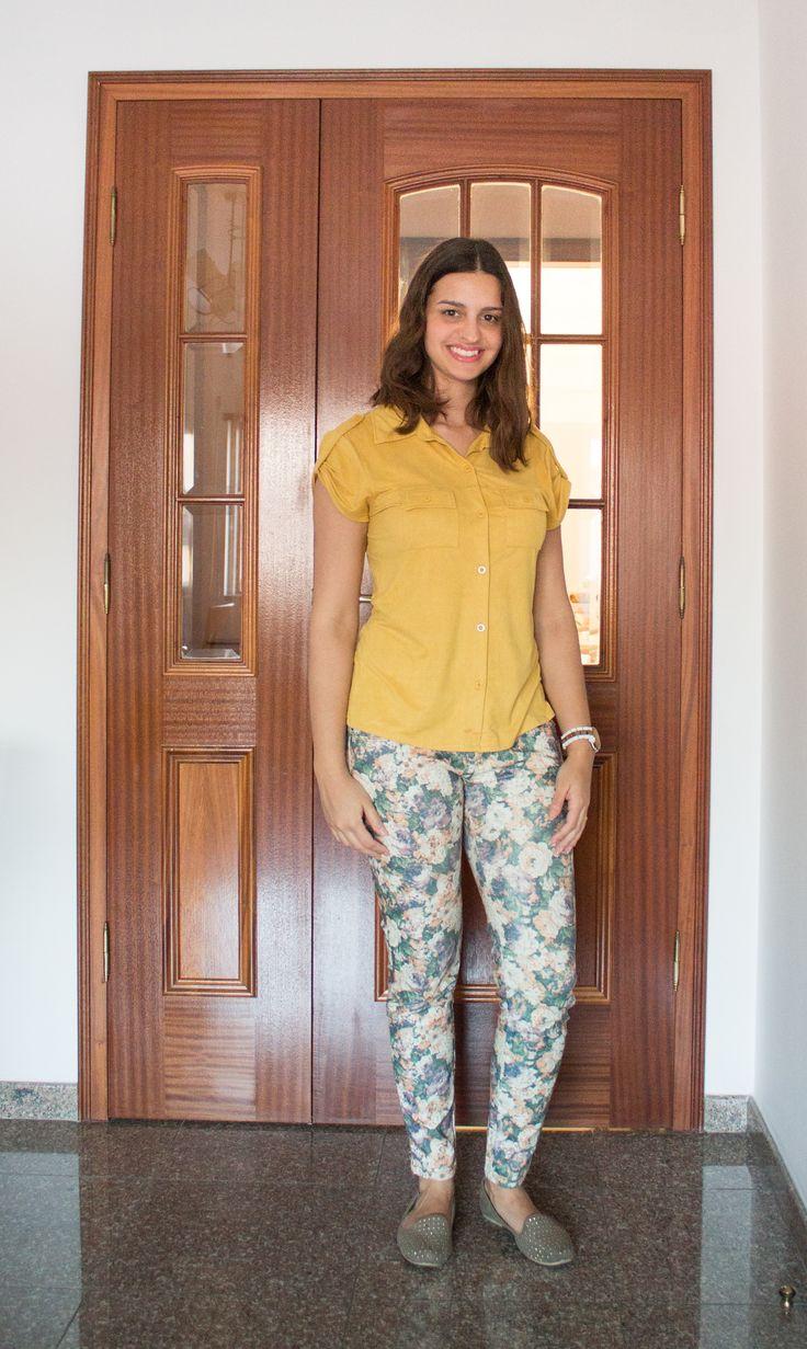 Calça estampada com blusa de suéde / Printed pants and suede blouse