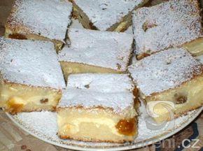 Rychlý koláč s tvarohem: NÁPLŇ- mléko  cukr 2 ks vejce 1 balíček vanilkový cukr 2 balíčkypolotučný tvaroh TĚSTO- 1/2 hrnku olej 2 hrnky polohrubá mouka 1 hrnek cukr 1 ks vejce 1 balíček prášek do pečiva 1/2 hrnku vlažná voda