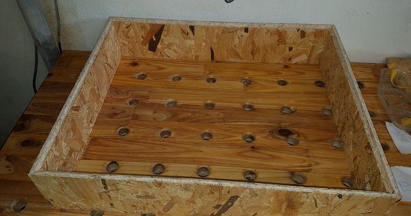 Verwendetes Material : Bas war eine alte Werkbank mit Stahlgestell, die Platte ist eine 40 mm Buchenplatte. Leimholzplatte Fichte für die Blenden Korpus (3 x 22 mm OSB Platte) Schubladen (5 x 16 mm OSB Platte) Vollauszüge : 5 x 450 mm (25kg) 2 x ...