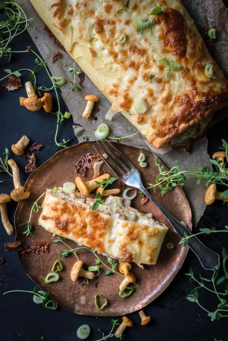 Tämä herkullinen munakasrulla täytetään kantarelleista valmistetulla kermaisella muhennoksella ja kuorrutetaan lopuksi juustolla.