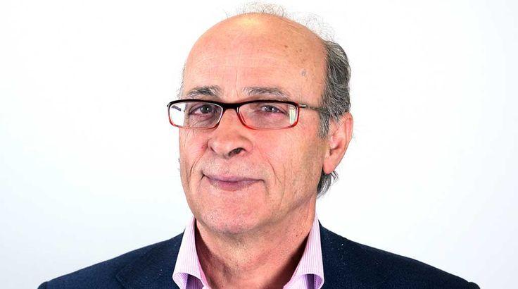 Vecino de Fuenlabrada desde el año 1973, ocupó la concejalía de Comunicación e Innovación fue director de Cultura y trabajó en Alcaldía.