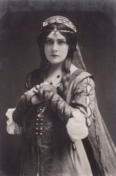 Miss Lily Brayton, edwardian stage actress. Early 1900s
