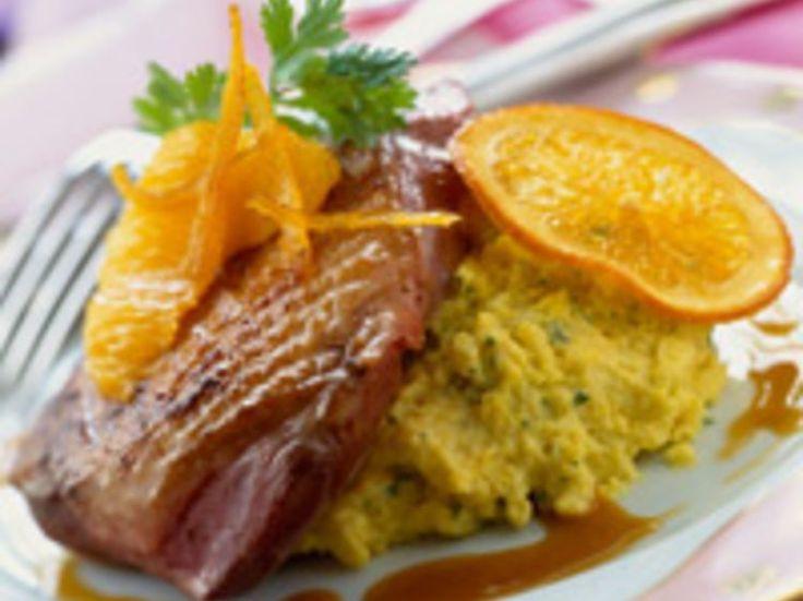 Découvrez la recette Magrets de canard à l'orange sur cuisineactuelle.fr.