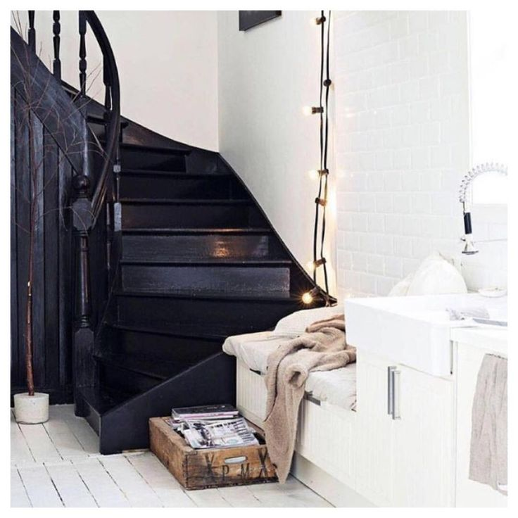 die besten 25 schwarz lackiert treppe ideen auf pinterest schwarze treppe gestrichene. Black Bedroom Furniture Sets. Home Design Ideas