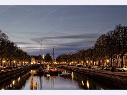 Oude haven Zierikzee in de avond
