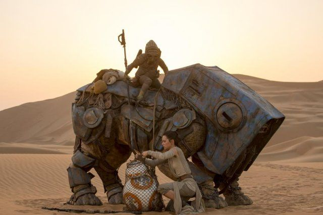 Kiran Shah and Daisy Ridley in Star Wars: The Force Awakens (2015) - WHAT A GREAT MOVIE.  I NEED TO SEE IT AGAIN.