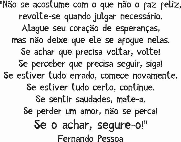 Fernando Pessoa - Não se acostume com o que não o faz feliz, revolte-se quando julgar necessário.