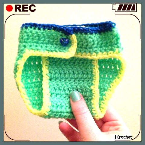 Nodig:  Haaknaald 4 mm  Leuke kleur wol   Patroon:  http://maddcrafter.blogspot.nl/2012/03/crochet-diaper-cover-tute.html    Samenvatting v...