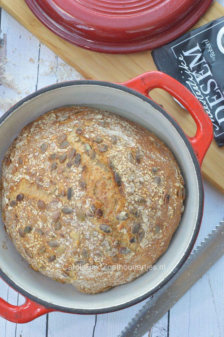 Je kunt nu zelf desembrood bakken met gedroogd desem van Robert van Beckhoven. Ik bakte dit heerlijke speltbrood in een gietijzeren pan.
