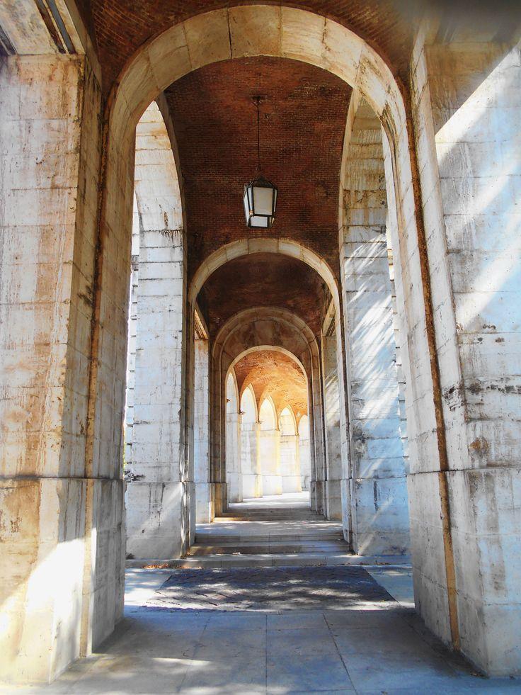 Arcos entre Casa de Oficios y Capilla de San Antonio.