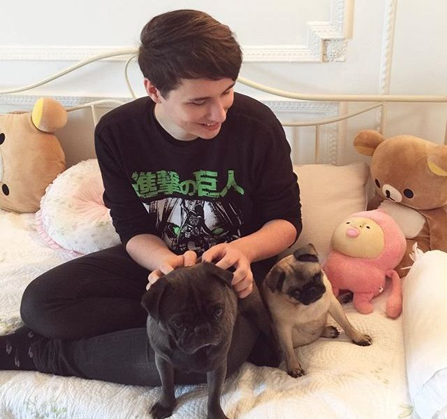 DAN HOWELL WITH PEWDIEPIE'S PUGS I CANT EVEN OMG THE CUTENESS LEVEL IS AT MAXIMUM CAPACITY RIGHT NOW I DONT KNOW WHAT'S CUTER DAN OR THE PUGS OBVIOULY DAN IM SORRY I JUST really like this picture<<<and then the AOT shirt....