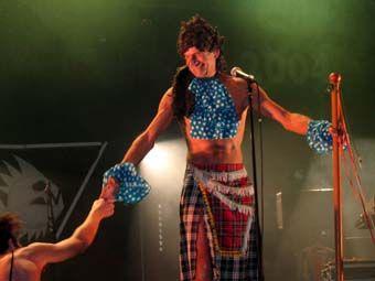 http://www.concertandco.com/critique/concert-alain-bashung-raoul-petite-joe-corbeau/parc-chanot-marseille/10041.htm