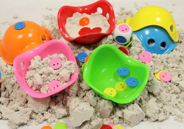 Ben je op zoek naar zandbakspeelgoed? In de webwinkel van Credu.nl vind je een categorie Tuin & Zand http://credu.nl/product-categorie/tuin-zand/
