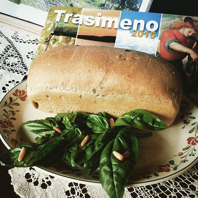 #bread with #basil and #pinenuts  #food #lacquario #instafood #sweet #lunch #dinner #breakfast #instagood #photooftheday #foodpics #hungry #eat #foodgasm #foods #trasimeno #italy #umbriagram #umbria #umbrians #eating #tasty #delish #trasimenofood #trasimenolake #castiglionedellago #pane by ristorantelacquario