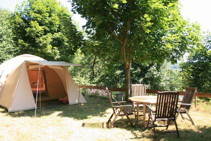 Kidsproof zorgeloos kamperen doe je op de kleine familiecamping Domaine Lacanal in Frankrijk..heerlijk genieten van het Franse platteland.