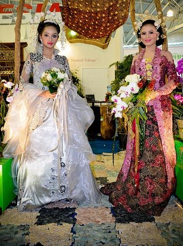 Duet.traditional Indonesian wedding dress Flower Exhibition 2009
