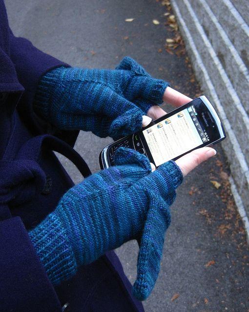 Podster Gloves by Glenna C. via Ravelry.com Knit (Free Download) Knit, Kn...
