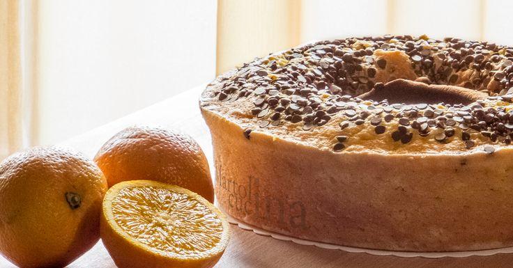 Torta alle arance e cioccolato nel frullatore