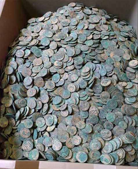 Laurence finds 22 000 roman coins with his DEUS metal detector | XP's metal detecting blog