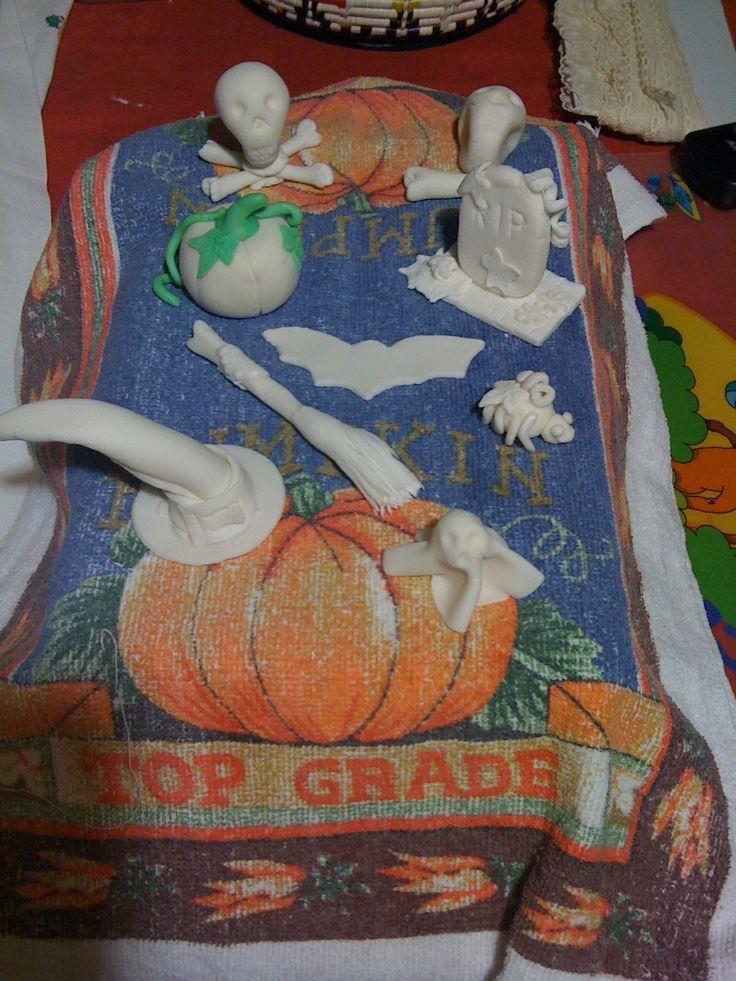 #halloween #sugarpaste #cakedesign #mordimibyemme #skull #theme #rip #witch #hat #strega #bat #pipistrello #pumpkin #zucca