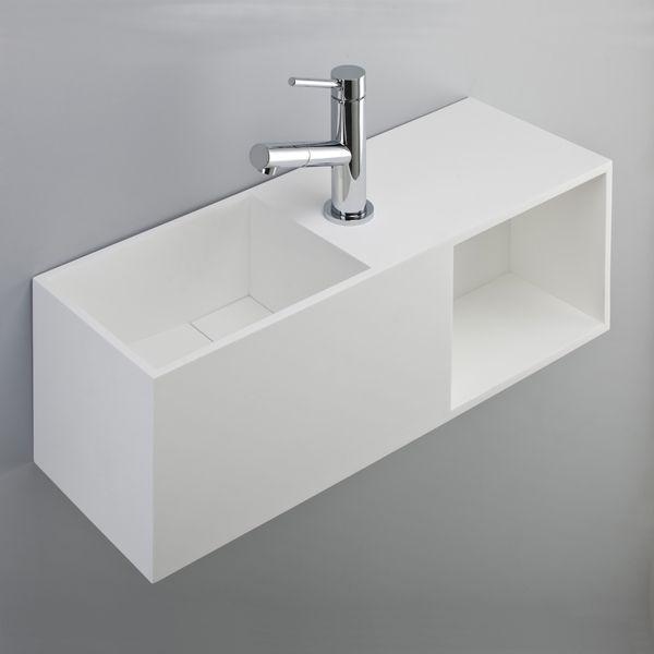 Lave-mains design de Benesan avec rangement. Le matériau utilisé, la solid Surface, offre une grande liberté de traitement des formes par découpe dans la matière même.
