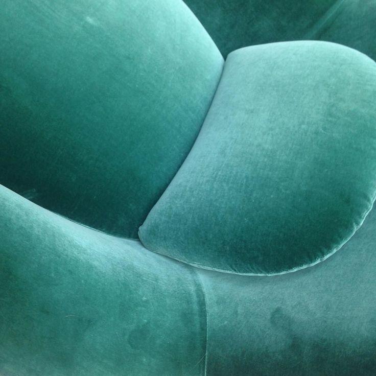 Velvet and colour crush on @fredericiafurniture 's stand at the design fair @northmodern today #velvet #velour #colour #farver #velvetcrush #colourcrush #design #designfair #designmesse #danishdesign #danskdesign #interior #interiør #furniture #møbler #green #grøn #decor #indretning #home #bolig #inspiration #trends #tendenser #interiorstyling #interiørstylist #linetteklitgaard #northmodern