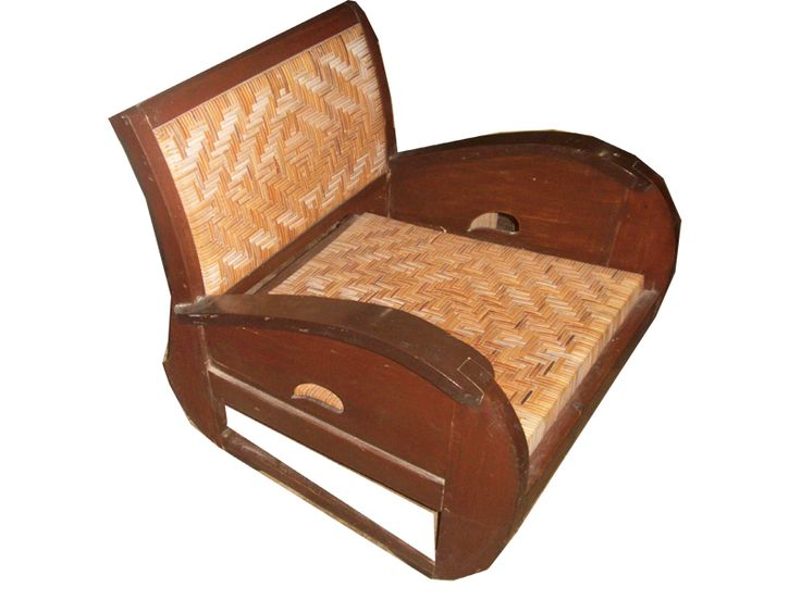 kursi rotan kayu jati tuaaa / old rattan chair with teak wood U may contact these vintage lovers Cahya : 0813.9372.1843 or Ardi : 0812.2284.470 for more information and order Facebook : La Wasan Skype : La Wasan Blog : www.lawasanahouseofvintage.wordpress.com