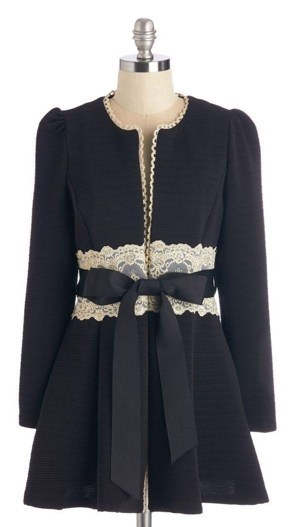 Virtues of Victorian Vogue Coat in Noir