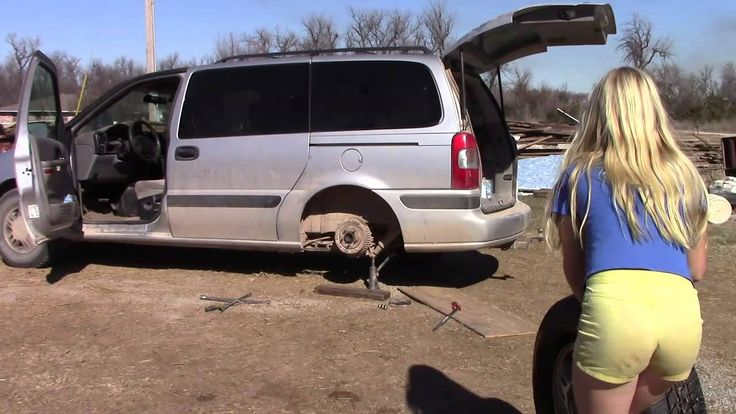 how to change a flat tire on car
