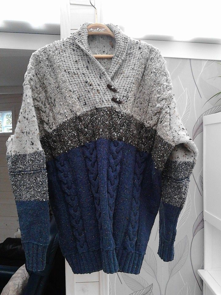 het patroon is maar eigenlijk zijn het twee verschillende truien met eigen fantasie aan elkaar gebreid... Het patroon voor de kabels: Drops 85-11 / patroon voor de trui: Drops 135-1