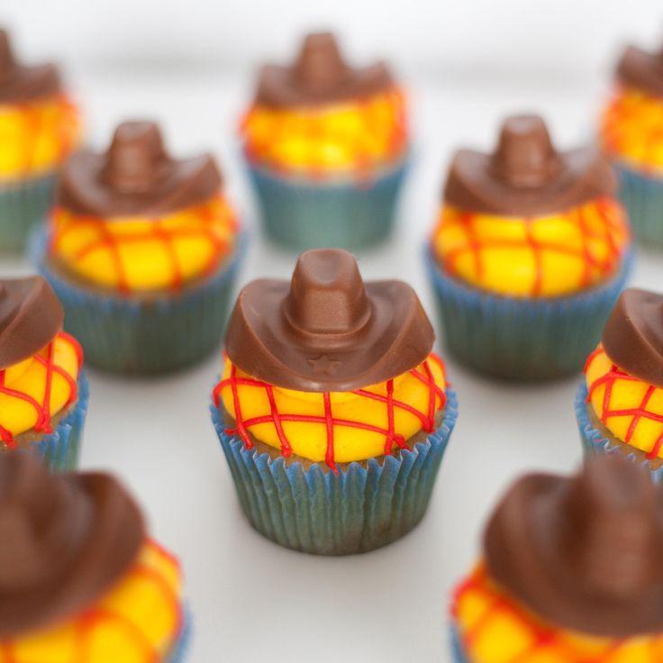 Sheriff Woody Cupcakes                                                                                                                                                                                 Más