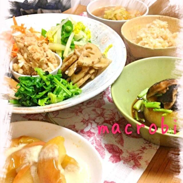 久々に東京に戻ってきて、旦那さま久々の玄米です。 ◆玄米ごはん ◆甘い野菜のお味噌汁 ◆前菜プレート 菜の花とわかめの和え物 キャロットラペ 湯で野菜 レンコンのきんぴら 長芋のオーブン焼き 白花豆のツナ風 ◆ふろふき大根 ◆アップルコンポート - 26件のもぐもぐ - マクロビ夜ご飯 by 森田 まどか