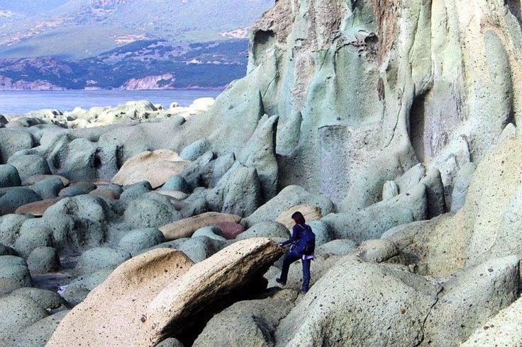 Sardegna-Spettacolare scogliera a Cala 'e Moro, nella costa di Bosa. Foto di Silvia Esca.
