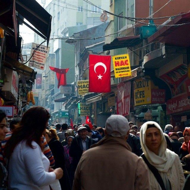 Le drapeau turc flotte partout à #istanbul #turkey