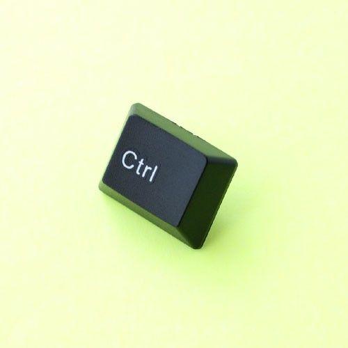 パソコンのキーボードのバッジです。「それってキーボード!?」と楽しい会話がはじまりそう。「Ctrl」は日常やお仕事でのパソコン使用で馴染み深いキーで、人気のあ... ハンドメイド、手作り、手仕事品の通販・販売・購入ならCreema。