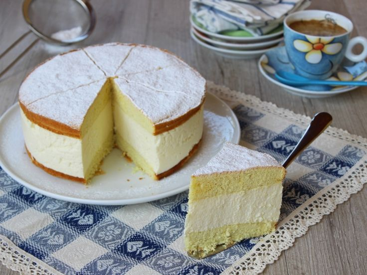 La Käse Sahne torte è una torta di ricotta trentina di origini tedesche. Ricetta semplice per fare la Käse Sahne torte, con pasta biscuit e crema di ricotta.
